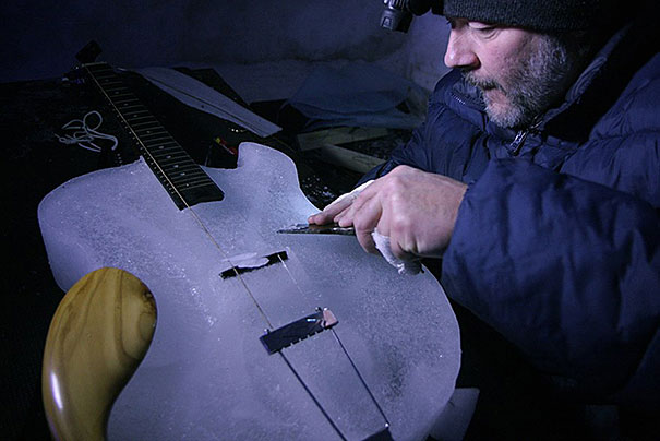 orchestra-played-their-enchanting-music-with-instruments-made-of-ice-12__605