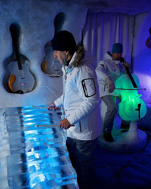 orchestra-played-their-enchanting-music-with-instruments-made-of-ice-16__605