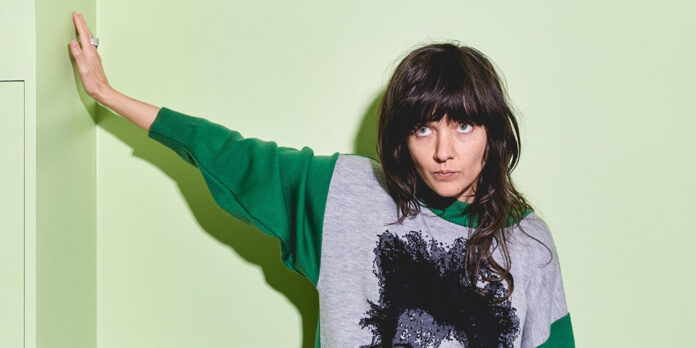 Courtney Barnett covers I'll Be Your Mirror